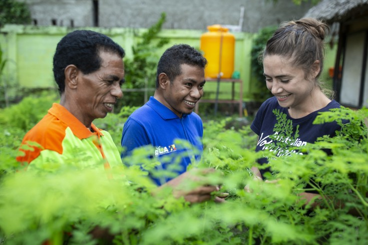 Australian volunteer Michelle Knight volunteers at HIAM Health as a Horticulture Mentor Dili Timor Leste. Photo credit Harjono Djoyobisono